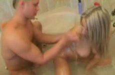 Voorspel in het bad.